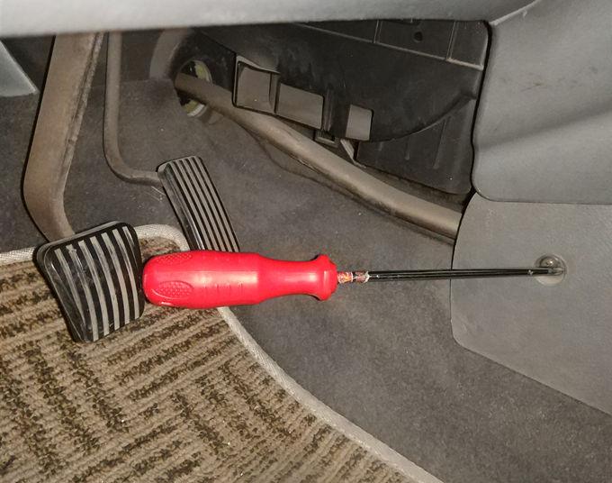 自己动手:首次更换汽车刹车灯泡